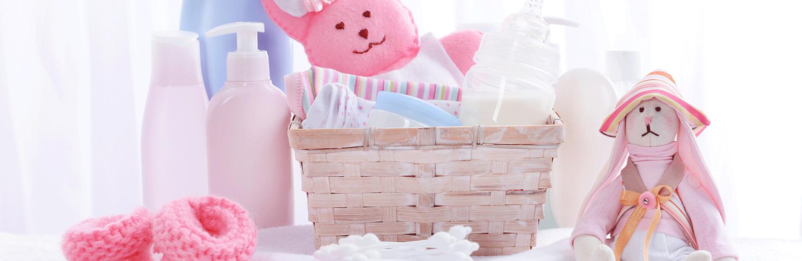 Roze badspullen bij de geboorte van een baby